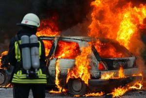 VW Golf brennt