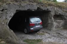 Natürliches Carport, Carport aus Naturstein