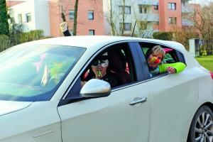 Tarnen sich jedes Jahr auf's Neue, um sturzbesoffen noch Auto fahren zu können: Pappnasen.