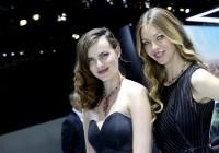 Geldgeile Poserbräute tarnten sich als Messe-Girls