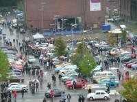 Subversive Veranstaltung unangepasster Oldtimerbesitzer, die dem Neuwagenverkauf absichtlich schaden.